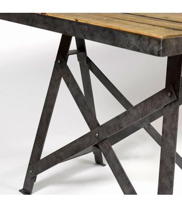 Mesa de madera envejecida y metal