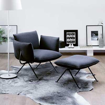 Un sofá cama o un lounge para esa zona de paz y reposo